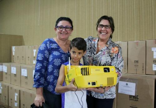 Célia Rocha entrega 80 equipamentos de informática à Educação em Arapiraca/AL